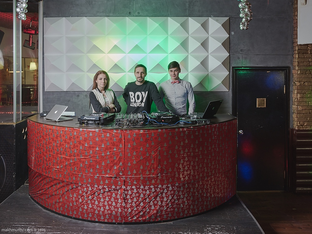 15:45 PM. Nastya (DJ), Egor (art-director), Egor (host). Nightclub workers.
